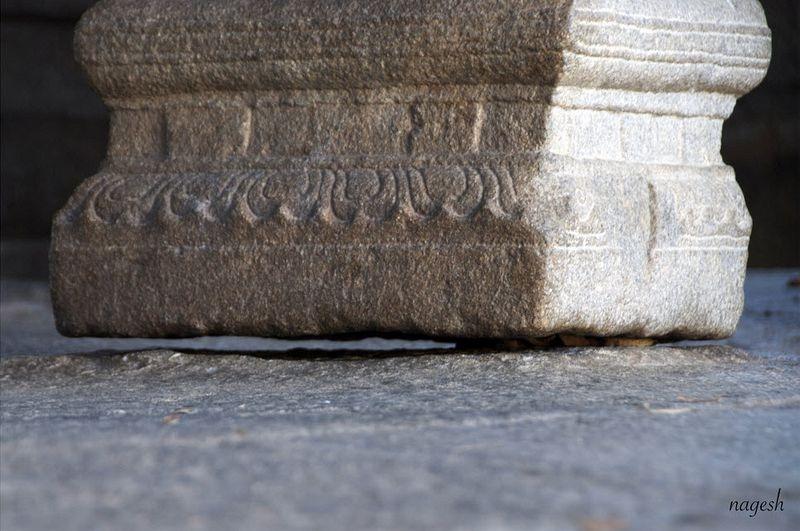 lepakshi-temple-hanging-pillar.