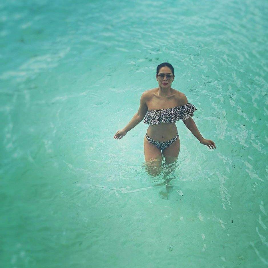 Bollywood actress Kim Sharma Maldives pictures